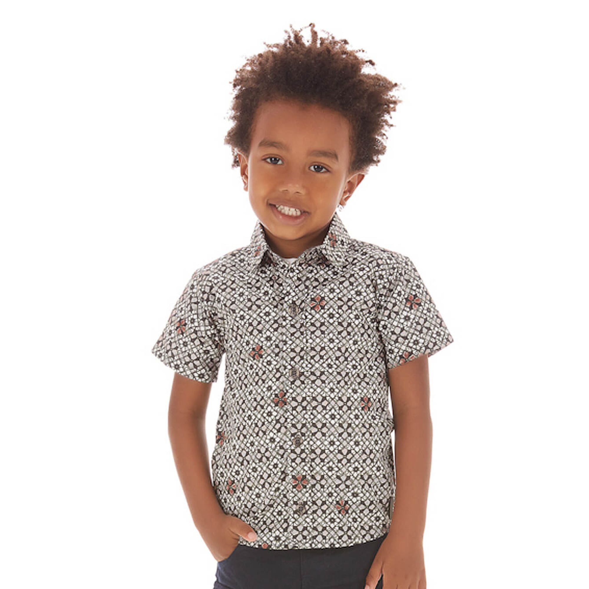 camisa-menino-com-estampa-digital-grafica-branco-preto-up-baby
