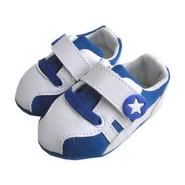 sapatinho-bebe-tenis-chuteira-azul-e-branco-estrelinha