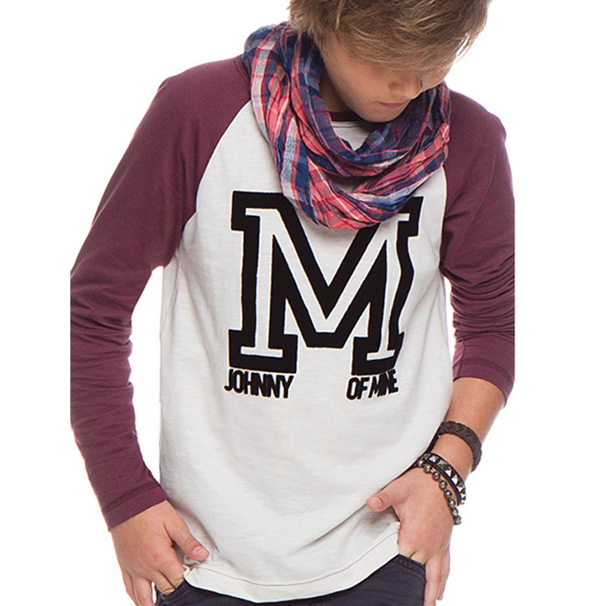 camiseta-menino-mangas-vinho-letra-M-inverno